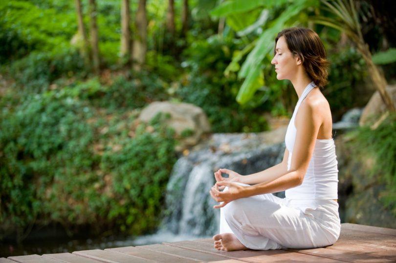 personat që meditojnë